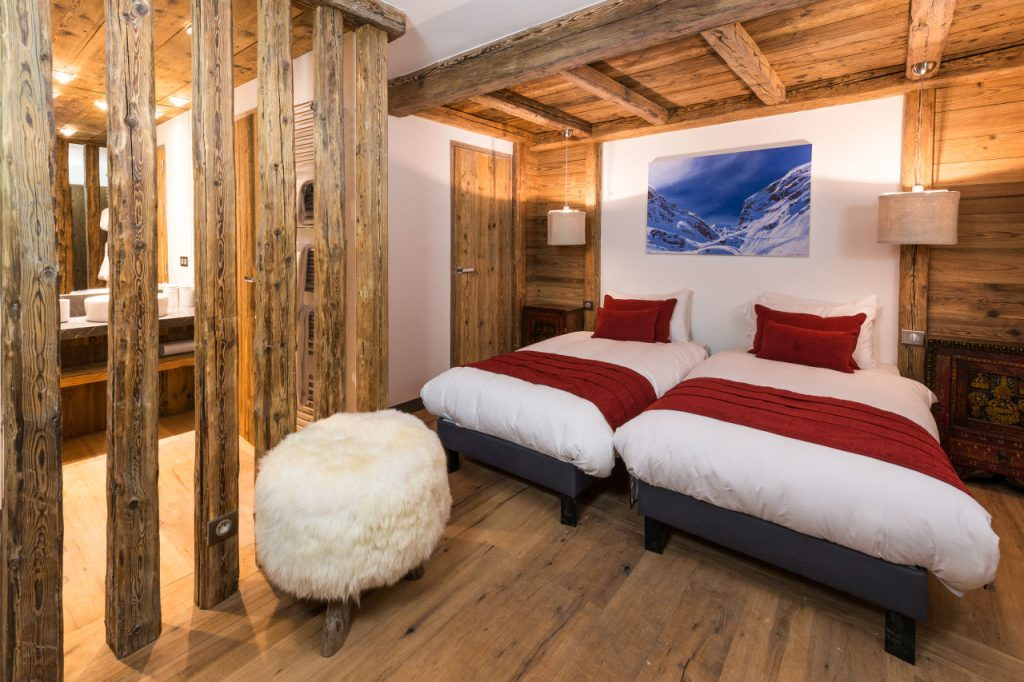 chalet-face-val-disere-bedroom-twin-2